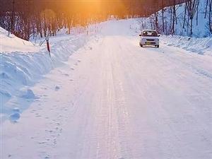 下雨天,汽车让行人,因为行人在淋雨下雪天,行人让汽车,因为司机想刹车,但不一定刹的住