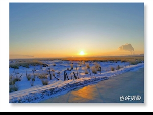 在宁静,洁白如玉般雪的世界里悄悄地靠近了新年的脚步,走进了新年的钟声!