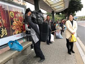 #回家过年#春节临近,在珠海工作、生活的人们打包好行李准备回家了,回家的感觉真的很不错??摄影: