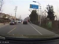 行车记录仪:潢川电瓶车肆意穿行,得亏遇到了位老司机...