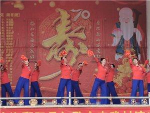 鄱阳县红歌会经过近十年努力,已建设成很成熟的团队,今天为乡村一位七十岁寿诞助力祝贺!