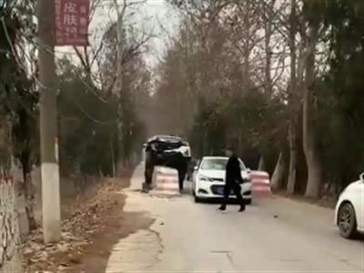 潢川网友发帖:一辆豫S径直撞上限宽墩,车头破烂不堪...