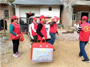新春送暖记红十字暖春志愿者为困难家庭送年货活动