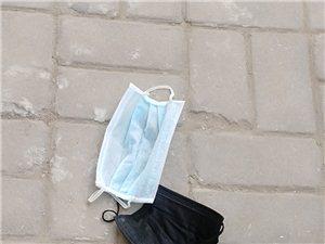 小区内,大街上一次性口罩随地扔,希望引起重视