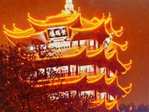 话议:武汉加油,封城后在家爱唱2首歌《国歌:义勇军进行曲》、《我和我的祖国》武汉,简称汉,别称江城