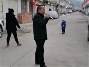 在冠性病毒最严重期间村干部却在大街上带头唱歌!!!