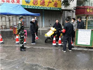 县红十字救援队协助长宁镇在各社区防控点执行防控任务