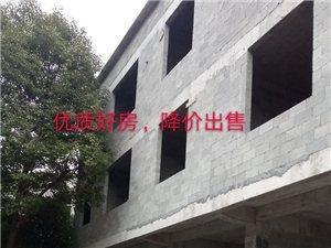 城南新中医院斜对面,两楼一底,一共400平米左右,配备超宽院坝,交通也极为便利,原来准备是修来自己住