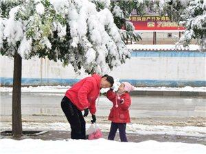 《山城雪�臁�