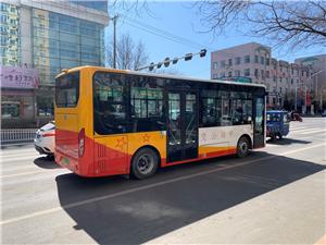 建平叶柏寿的新型电动公交车,有大城市的感觉啦!