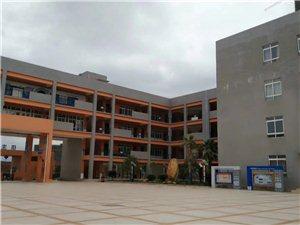 城北思源学校位于中央生态公园旁