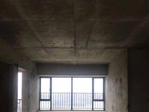 华南城十里东岸,136.69平方四房两厅两卫朝东南方向,格局方正看花园非常漂亮,仅售103.8万