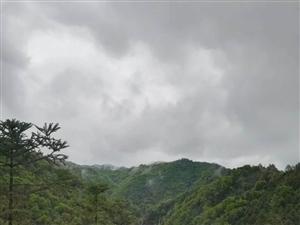 雨后山里�L景美�D�硪徊ǎ。�