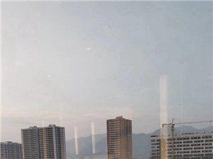 家�l的面貌日新月��。前面����@河婆�的早晨。后面的是�x洞村的�L光。