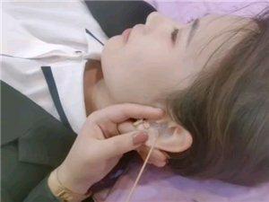 为什么要灌洗耳朵?耳道里面的皮脂腺会分泌油和汗液,由于耳道通风散热差,时间长了就会感觉痒,有异物感