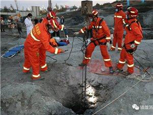 �雄南部新�^一工地有一男子掉入10余米深基坑身�w多�被�筋刺穿�雄消防�o急救援