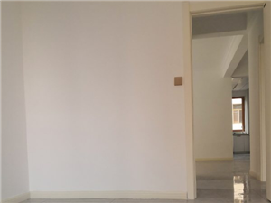 刚装修完的新房绝对合适的价位!装修材料都是好的!!因为工作原因不在鲁北定居所以要急售!送送前和后阳台