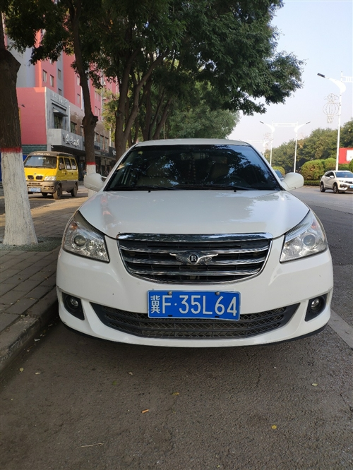 2012款奇瑞e5白色