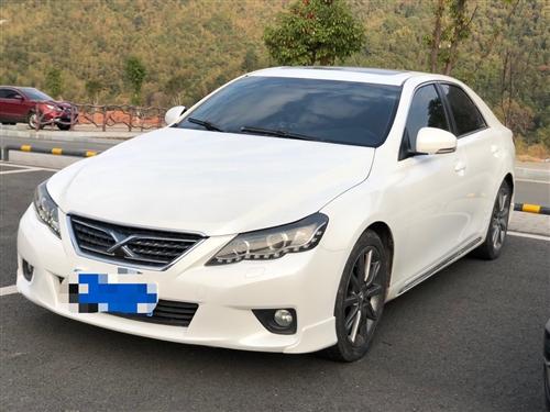 2013年的丰田锐志2.5V