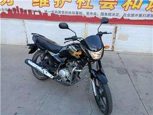 雅马哈125摩托车