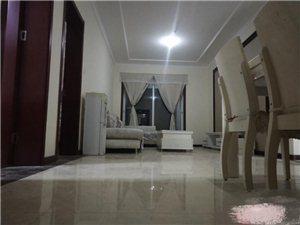名士华庭三室精装家具齐全3室2厅1卫1400元/月