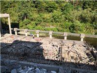 此建房地块急需出售,土地(出让地)216平米,批建三证齐全,现已完成桩基,堡坎和公路平面下二层建筑(...