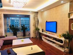 东城国际,步梯4楼,设施完善,家具家电全部齐全拎包入住。手续齐全!购房送储藏室一间!