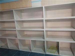 闲置展柜,免漆板面板,九点五成新,家用商用都可以。