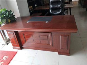 求购办公桌 椅子,有用不上的或不用的可以联系我