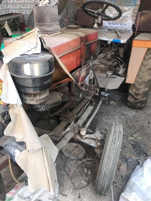拖拉机,带两台播种机,废铁价卖。电话157 3175 6690。地址梁村前白寺