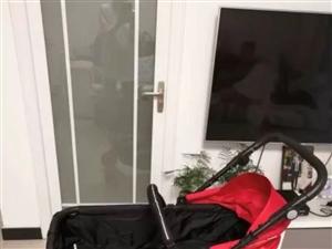 德國pouch嬰兒推車,可躺可坐可折疊,帶棉睡袋、蚊帳、雨衣,雙向推,九成新,因朋友多贈送一架而閑置...