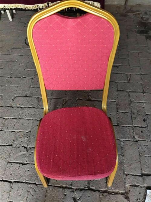 婚禮上用的紅色椅子有40多把,每把25元,急出售