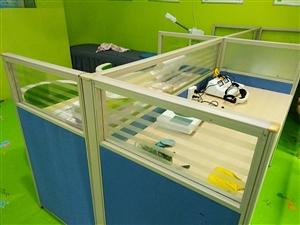 两个玻璃柜,3个墙柜十,办公桌搬迁低价处理