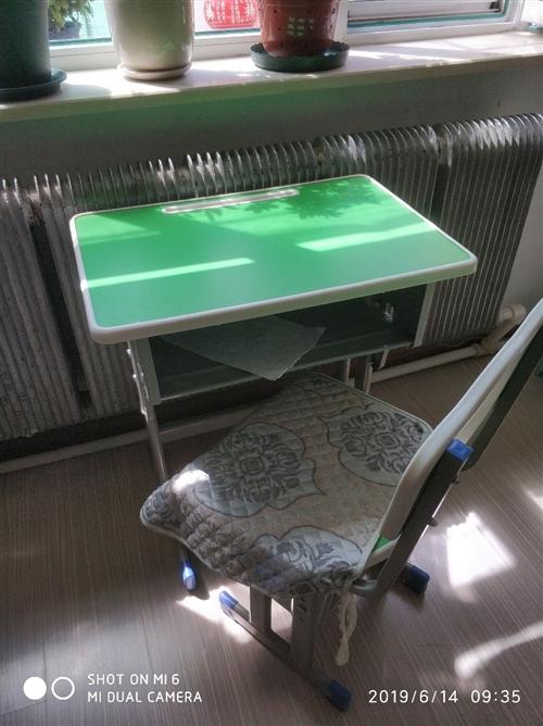 澳门金沙城中心室内,有6套学习桌   出售  60一套