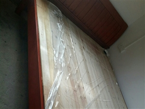 1.8和1.5米的床,9成新,现低价出售,自取