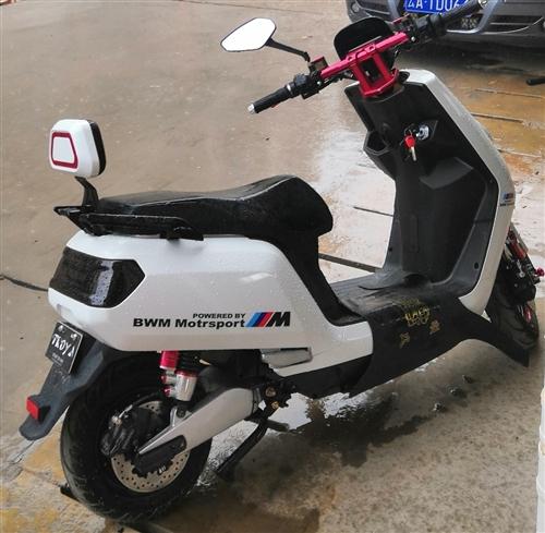 小龜王電動摩托車 六月七號到手的配置60V1200的配置 車況不用說杠杠的 有牌照 送頭盔,防...