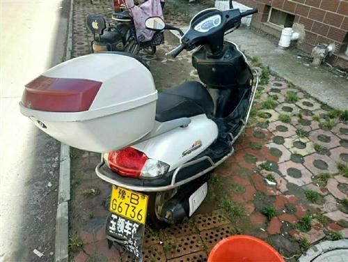 家有踏板摩托车一辆。豪爵芋钻出售。求有缘人带走。价格面议。