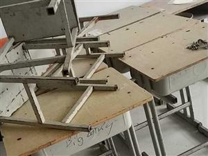 大量桌子凳子处理,可用于补课,20一个处理,有需要联系18164309956