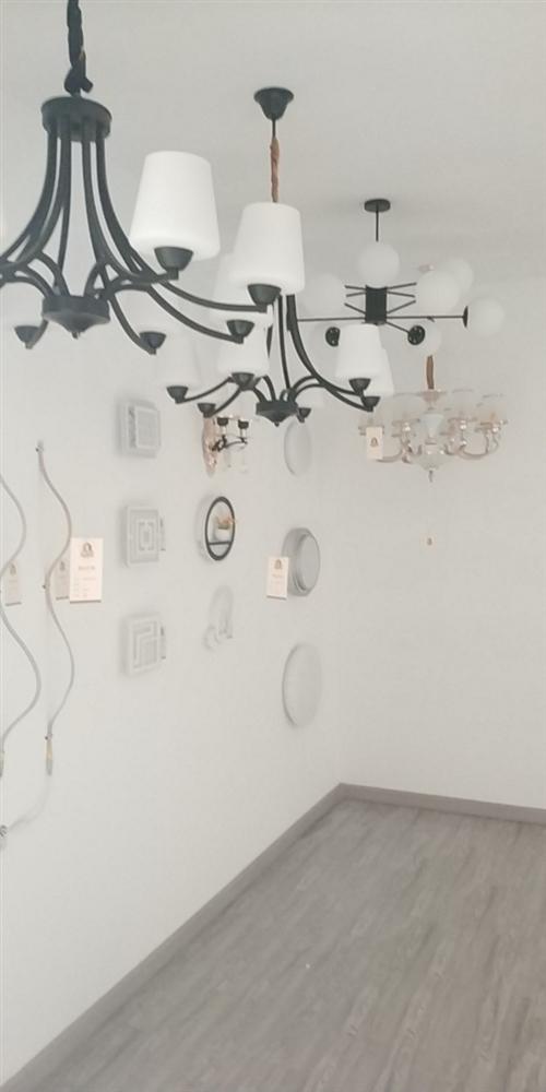 原兔木匠裝飾有部分展示燈具處理,數量有限。欲購從速,價格心動。