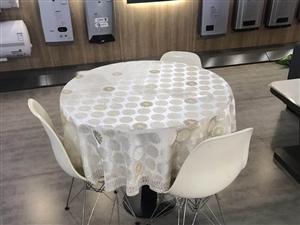 圆桌加三张椅子,低价出售,圆桌直径90