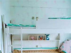 上下铺儿童床,九成新,基本没咋住,现在低价出售,超级可爱的。仅售1800,你就可以把它带回家!还赠送...