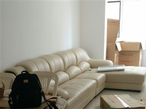 超?#22270;?#36716;让真皮沙发,99成新,想换一下屋内格局,沙发尺寸买大了,现转让。有意者联系我哦。