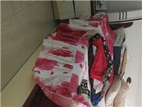 双人床1.8x2.0米,带双床头柜,代床垫。 沙发??长3.5米左右。 详情请电话咨询。谢谢