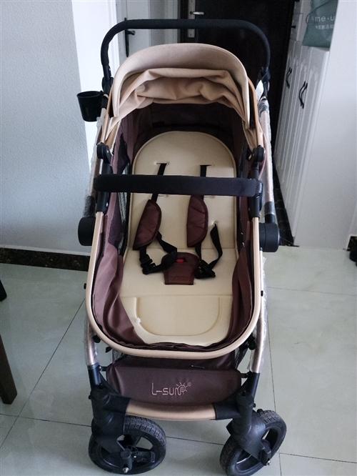本人闲置一辆手推婴儿车,两用可坐可躺。送婴儿垫,餐桌。九成新。处理价280  包邮 邛崃城区可送货上...