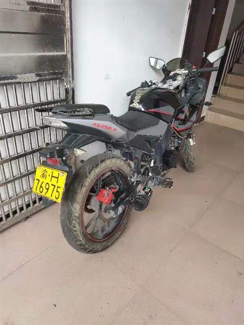 摩托车,新感觉200cc 车子15年买的,么子证件都有,当时买做11800,因有小车,车子闲置。