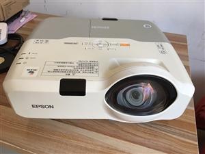 闲置家用爱普生高清短焦投影机转给需要的朋友,型号CS500X N 9新机器带HDMI高清投影机 亮度...
