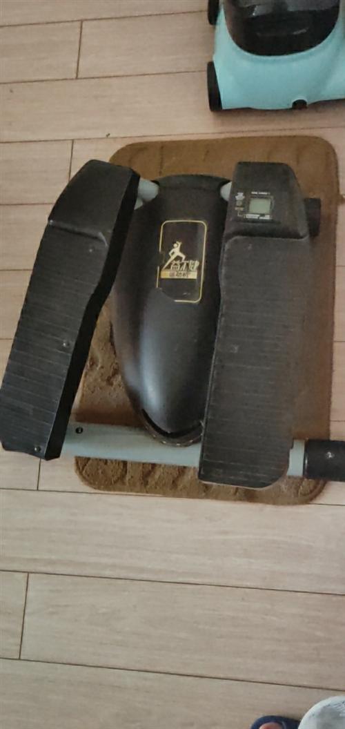 益尔健踏步机,下面可调力度,上面计步功能可用(需要装电池),诚心出售,看哈打电话。
