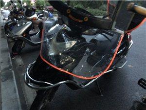 雅迪牌电动车  该车放多骑少,车辆一切功能正常,原车原图。 电瓶为6月份在雅迪专卖店新换的原装电...