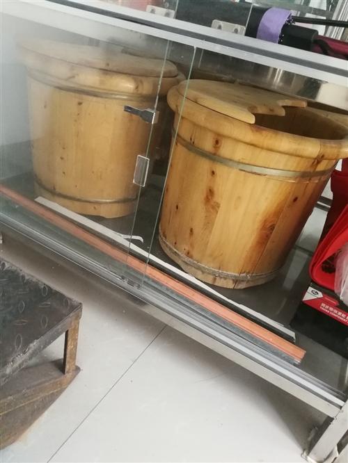 投影儀,玻璃展柜出售,贈送兩個實木泡腳桶