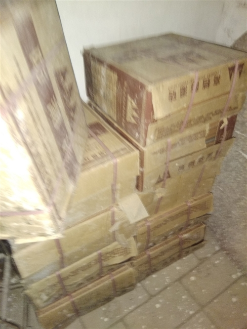 家里裝修剩余11箱防潮瓷磚,單價十五塊一箱,一箱十二片,十分抵手,適合廚房、衛生間、陽臺,室內使用,...